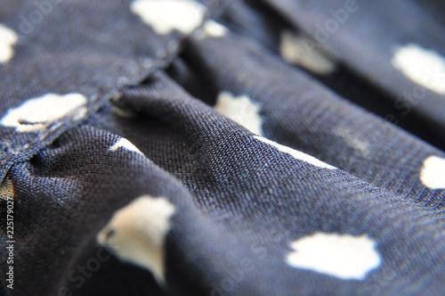 Fotobehang Macrofotografie macro avec robe bleu aux pois