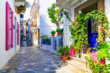 Charming Traditional Narrow St...