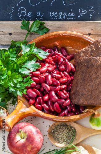 Fotografia  Zutaten für vegane / vegetarische Leberwurst, von oben
