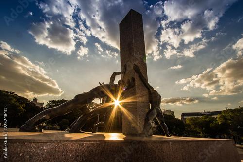 Foto  Monumento Às Três Raças na Praça Cívica de Goiânia, Goiás, Brasil