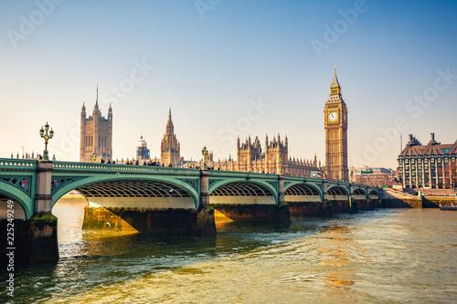Foto op Plexiglas Londen Big Ben and westminster bridge in London at autumn