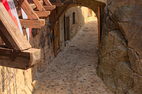 Papiers peints Con. Antique Detail of entrance into ancient Loket Castle. View in the courtyard of the castle by summer day. Bohemia, Sokolov, Karlovarsky Region, Czech Republic