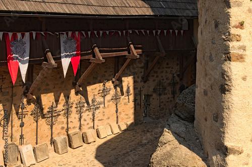 Foto op Aluminium Oude gebouw Detail of ancient Loket Castle. View in the courtyard of the castle by summer day. Bohemia, Sokolov, Karlovarsky Region, Czech Republic