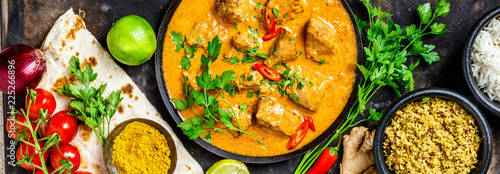 Tuinposter Kip Traditional curry and ingredients