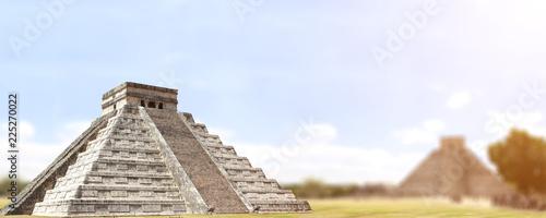 Fotobehang Mexico Ancient Mayan pyramid (Kukulcan Temple), Chichen Itza, Yucatan, Mexico