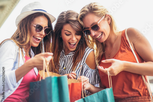 Fototapeta Beautiful woman with shopping bags in the city-sale, shopping, tourism and happy people concept obraz