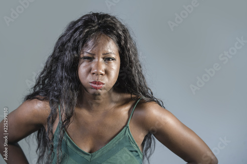 Photo young beautiful and stressed black African American woman feeling upset and angr