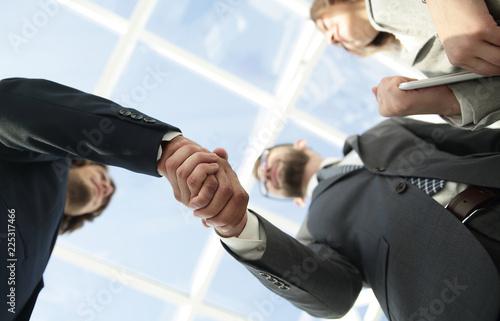 Fotografía  Successful business people handshake greeting deal concept