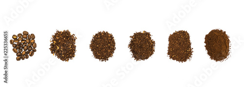 Fotografia Top view of hand grounded light roasted coffee beans