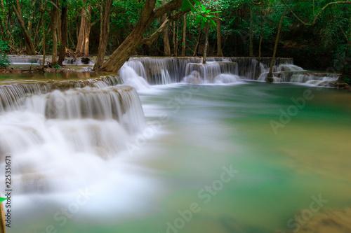 Poster Watervallen huaimae khamin waterfall srisawat district karnchanaburi thailand