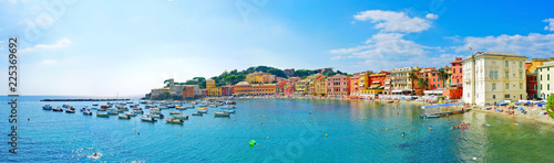Foto auf Gartenposter Ligurien View of beautiful coastline in summer at the Bay of Silence in Sestri Levante, Italy.