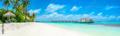 Photo sur Aluminium Tropical plage Overwater bungalow in the Indian Ocean