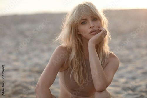 Closeup portrait of a serious blonde Fototapete