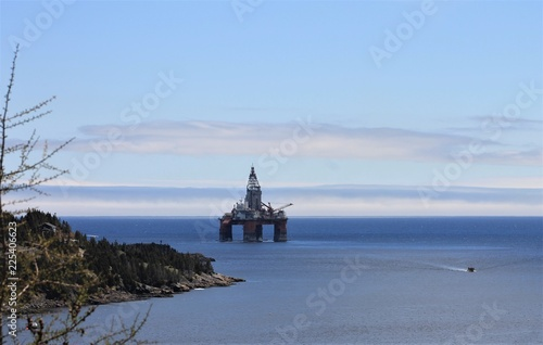Valokuva Oil Rig Just Off Shore at Bay Bulls , Newfoundland and Labrador, Canada