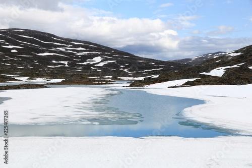 Staande foto Scandinavië Norway frozen lake - Scandinavian landscape