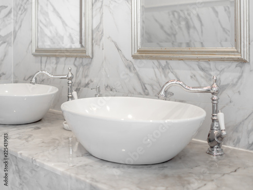Fotomural  White luxury sink in bathroom