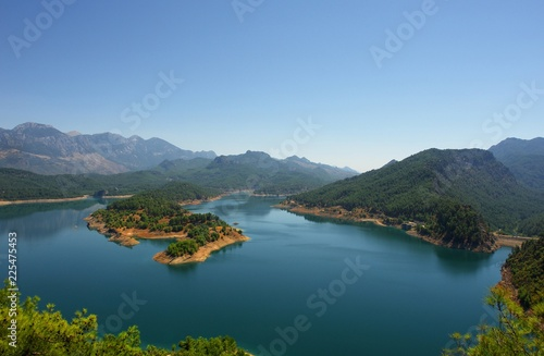 Photo Stands Caribbean Lake in the mountains