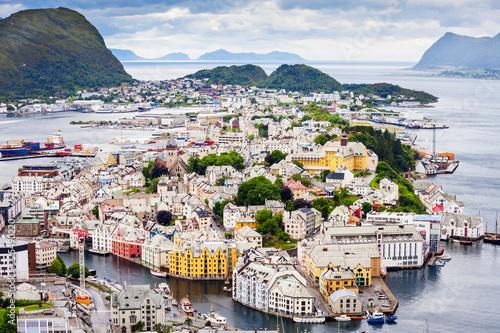 Montage in der Fensternische Skandinavien Alesund aerial panoramic view