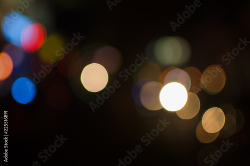 Foto  Abstract city night defocused light, blur bokeh, colorful & dark background