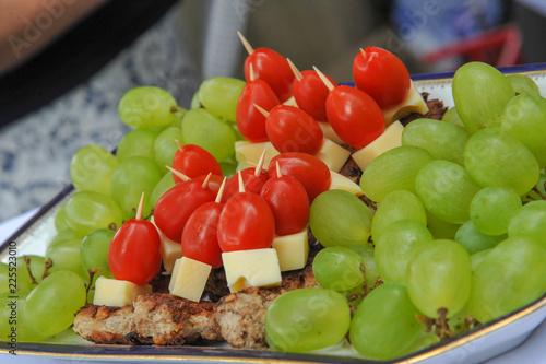 Foto op Aluminium Buffet, Bar buffett hochzeit imbiss snacks canape tomate dattel weintrauben käse spieß