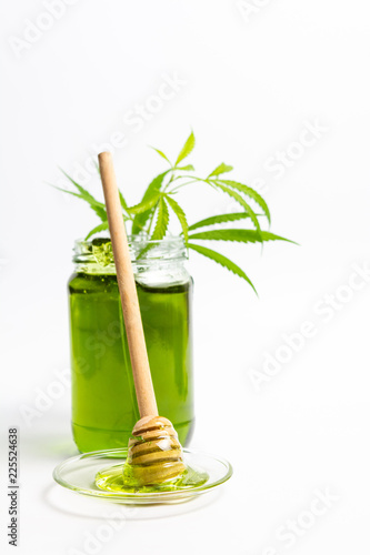 Photo  Cannabis honey in a bowl isolated