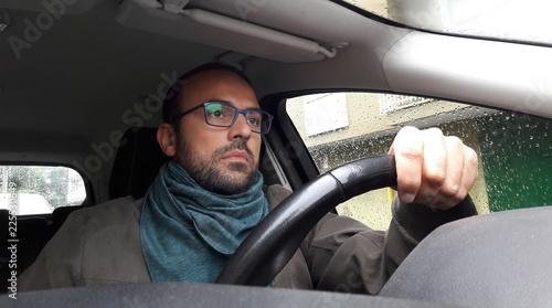 Photo Uomo alla guida dell'auto - triste