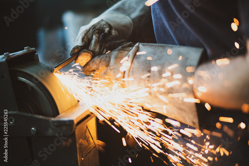 Fotografia Grinding steel with lot of sparks