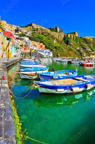 Fotomural  View of the colorful houses at the Port of Corricella in Procida Island, Italy
