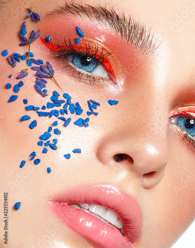 Fotografía  Beautiful woman portrait close up with art make up in red and blue colors