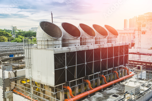 Fotografía  Water cooling tower air chiller HVAC of large industrial building air conditioner