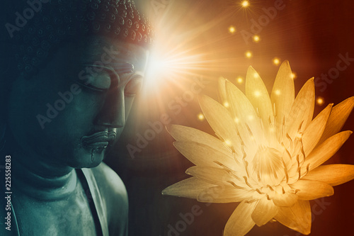 peace buddha face enlighten with golden lotus light of buddhist peace Fototapete