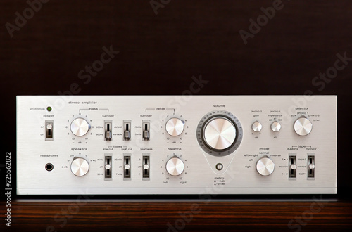 Fotografia Vintage Audio Stereo Amplifier Shiny Metal Front Panel