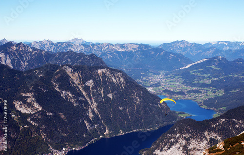 Paraglider am Hallstädter See