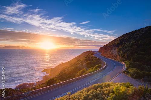Foto auf AluDibond Aubergine lila Coastal road