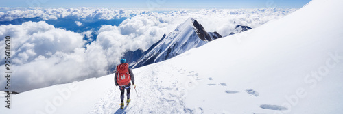 Foto auf Leinwand Gebirge Trekking to the top of Mont Blanc mountain in French Alps