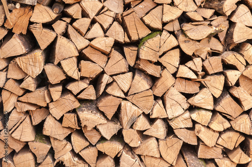Foto op Aluminium Brandhout textuur Oak firewood stacked in a pile.