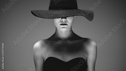 Beautiful elegant woman in a hat - fototapety na wymiar