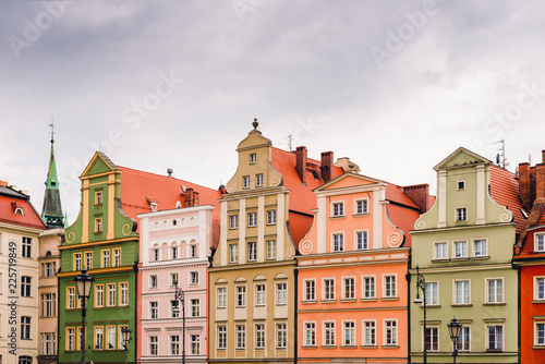 Photo Stands Buildings on the medieval Market Square in Wroclaw, Poland