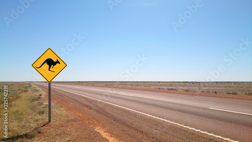 In de dag Australië Country outback road in Flinders Ranges