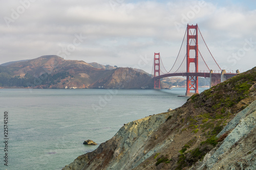 Photo  Golden Gate Bridge alongside Rock