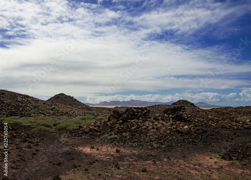 Tuinposter Canarische Eilanden Canary Islands: volcanic panorama of the uninhabited island of Los Lobos