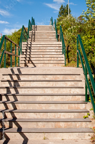 Keuken foto achterwand Trappen Staircase with green railing