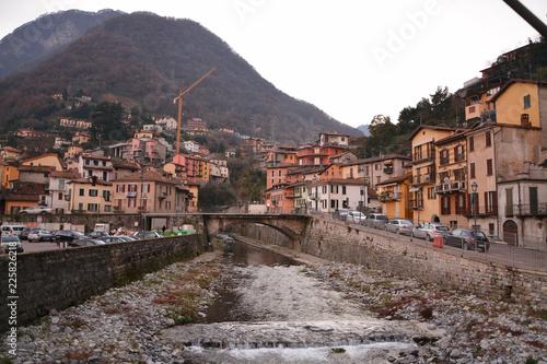 Photo Tramonto sul torrente Tello ad Argegno, Lago di Como