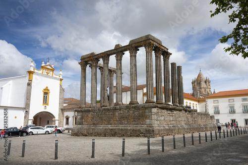 Templo de Diana o templo romano de Évora Wallpaper Mural