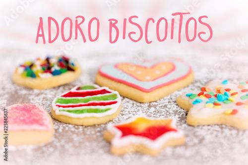 Feines Gebäck, Plätzchen oder Kekse mit Deko, Text spanisch Adoro Biscoitos