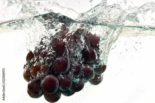 Poster Eclaboussures d eau 水中に落下した葡萄