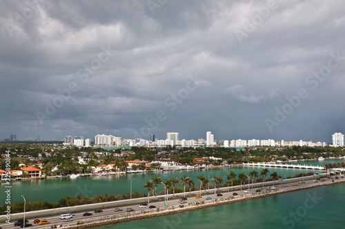Poster Donkergrijs Aerial view of South Miami Bach and MacArthur causeway