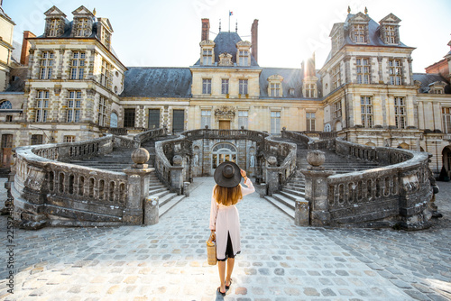 Fototapeta Woman near the Fontainebleau palace in France