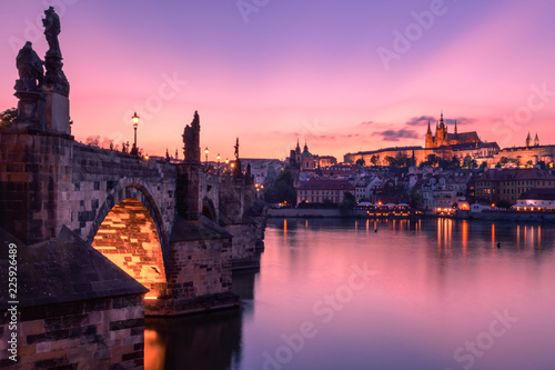 Plakat Most Karola i Zamek Praski o zmierzchu