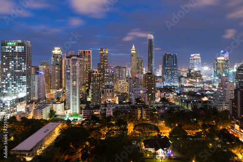 Spoed Foto op Canvas Stad gebouw Bangkok cityscape at dusk. Landscape of Bangkok business building around downtown. Modern high building in business district area at night in Thailand..
